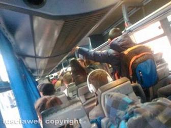 Pendolari su un bus Cotral