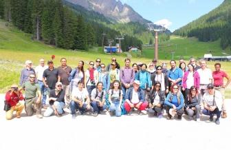 Il gruppo di studenti sulle Alpi