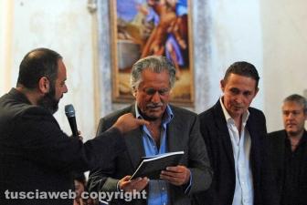Lando Buzzanca riceve il libro
