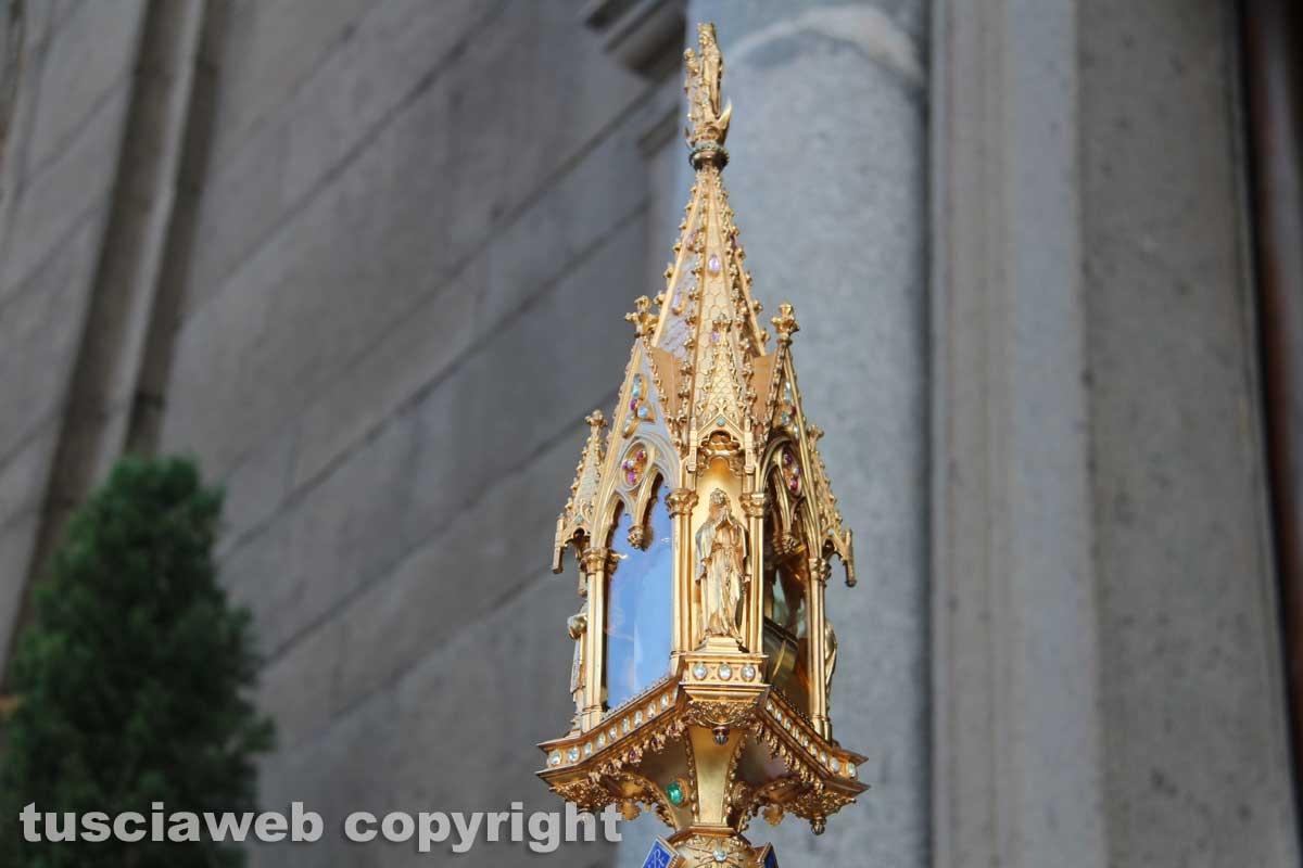 L'arrivo del corteo al Duomo e l'uscita del cuore