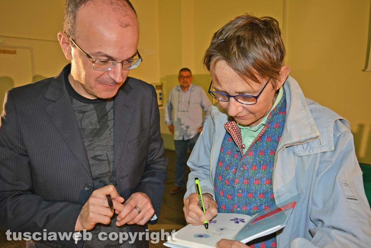 Viterbo - Susanna Tamaro e il dirigente scolastico dell'istituto tecnico Luca Damiani