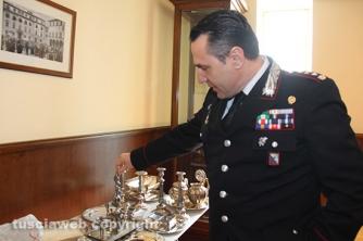 Operazione Silver and gold - Il colonnello Mauro Conte mostra i reperti sequestrati