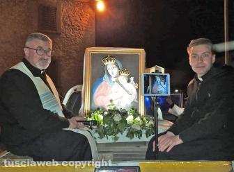 Montefiascone - L'immagine della Madonna del Giglio per le vie di Zepponami con don Marco e don Roberto