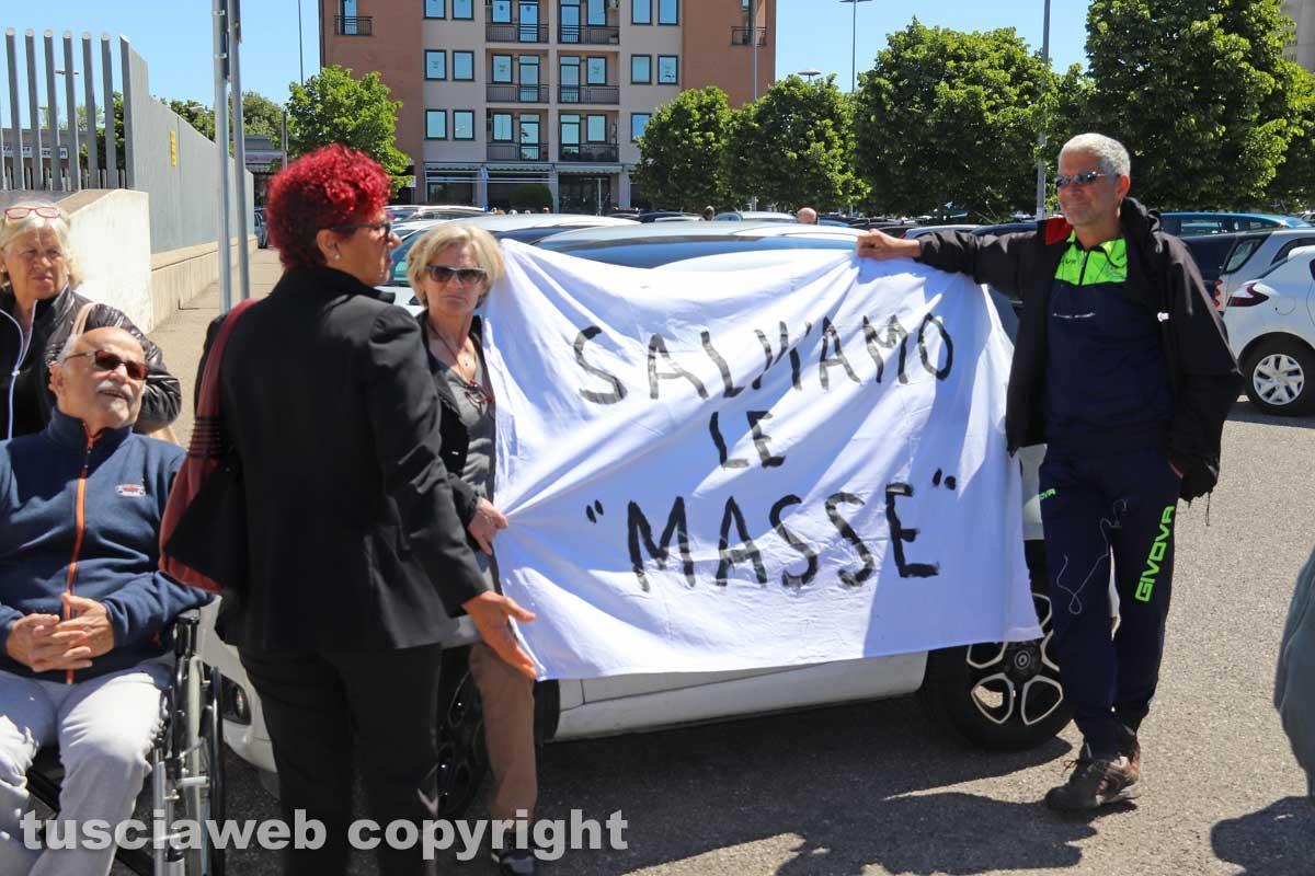 La protesta di fronte al tribunale per le Masse di San Sisto