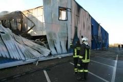 Il capannone dopo l\'incendio