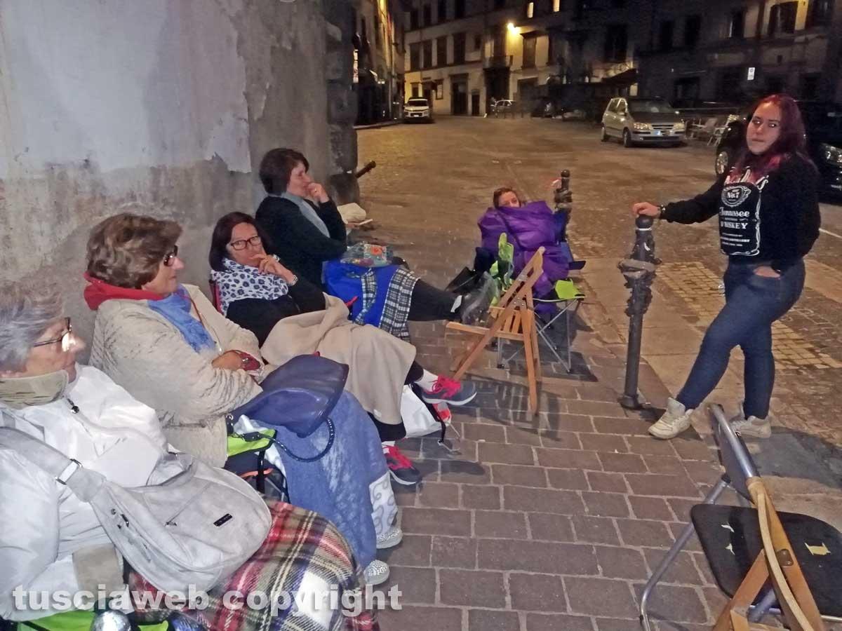Notte in piazza in attesa del Trasporto