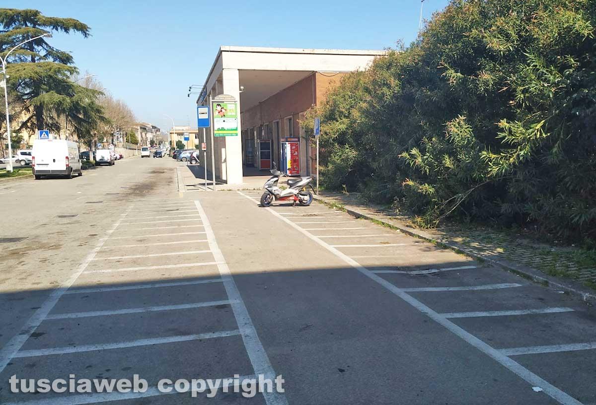 Orte - Emergenza Coronavirus - Il parcheggio della stazione vuoto