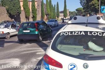 Perdita d'olio tra via Genova e viale Capocci