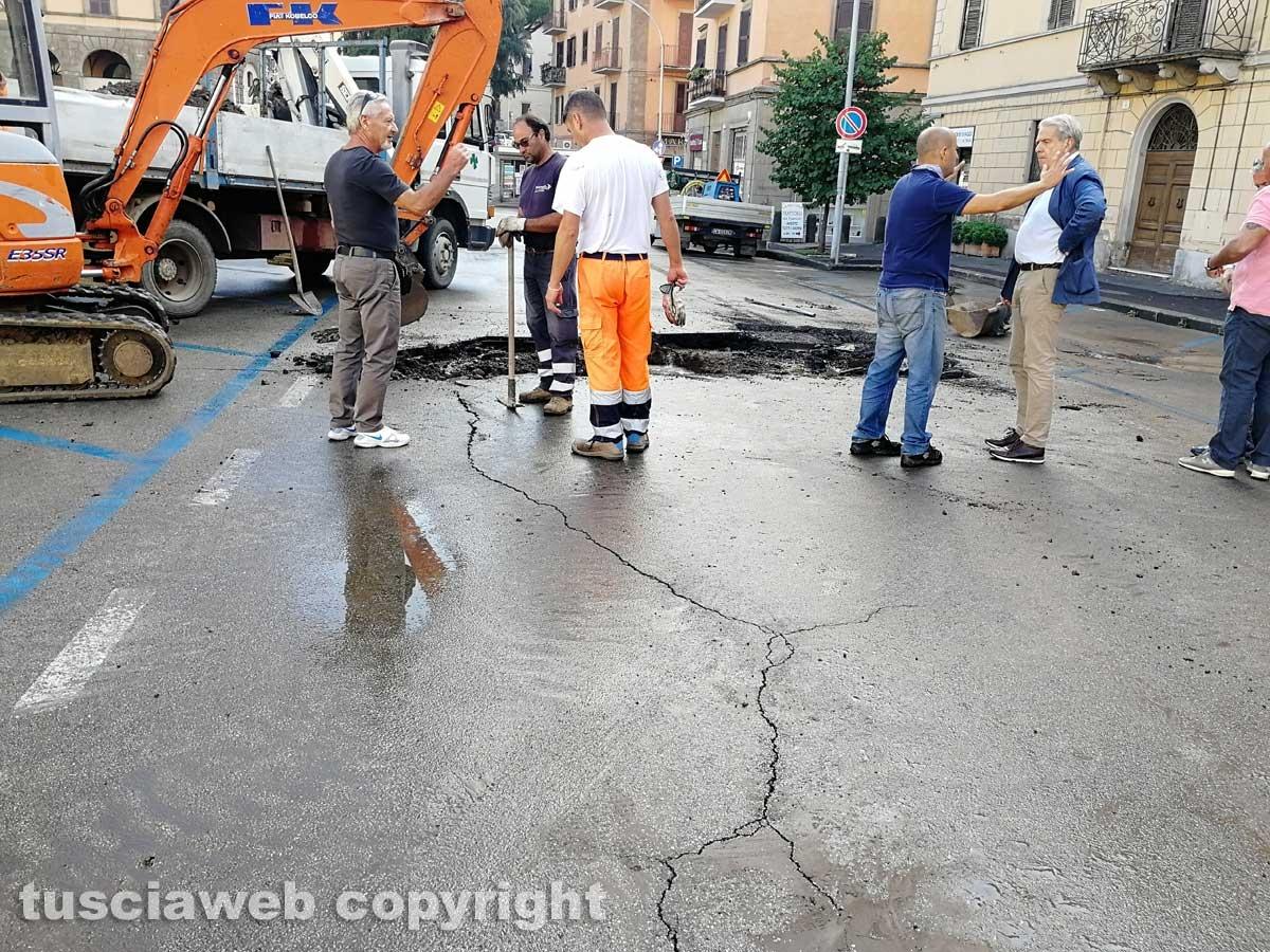 Piazza della Rocca allagata, i lavori