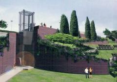 L\'ascensore ne versante di piazza del sacrario