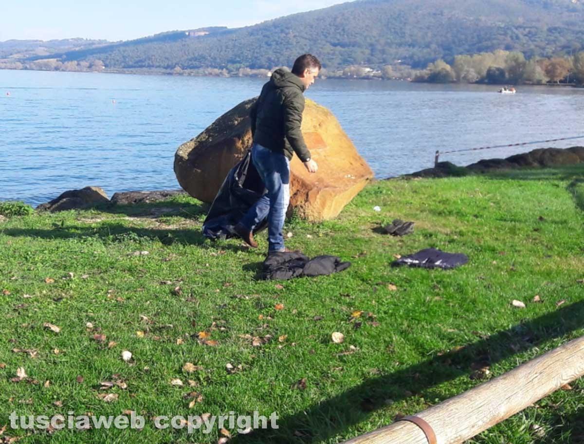 Lago di Bolsena - Le ricerche del disperso - I vestiti del giovane