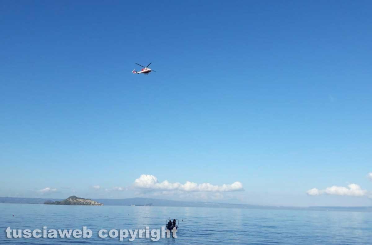 Lago di Bolsena - Le ricerche del disperso - I vigili del fuoco - L'elicottero