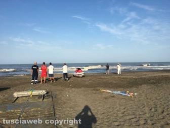 Ritrovato il corpo del ragazzo disperso in mare