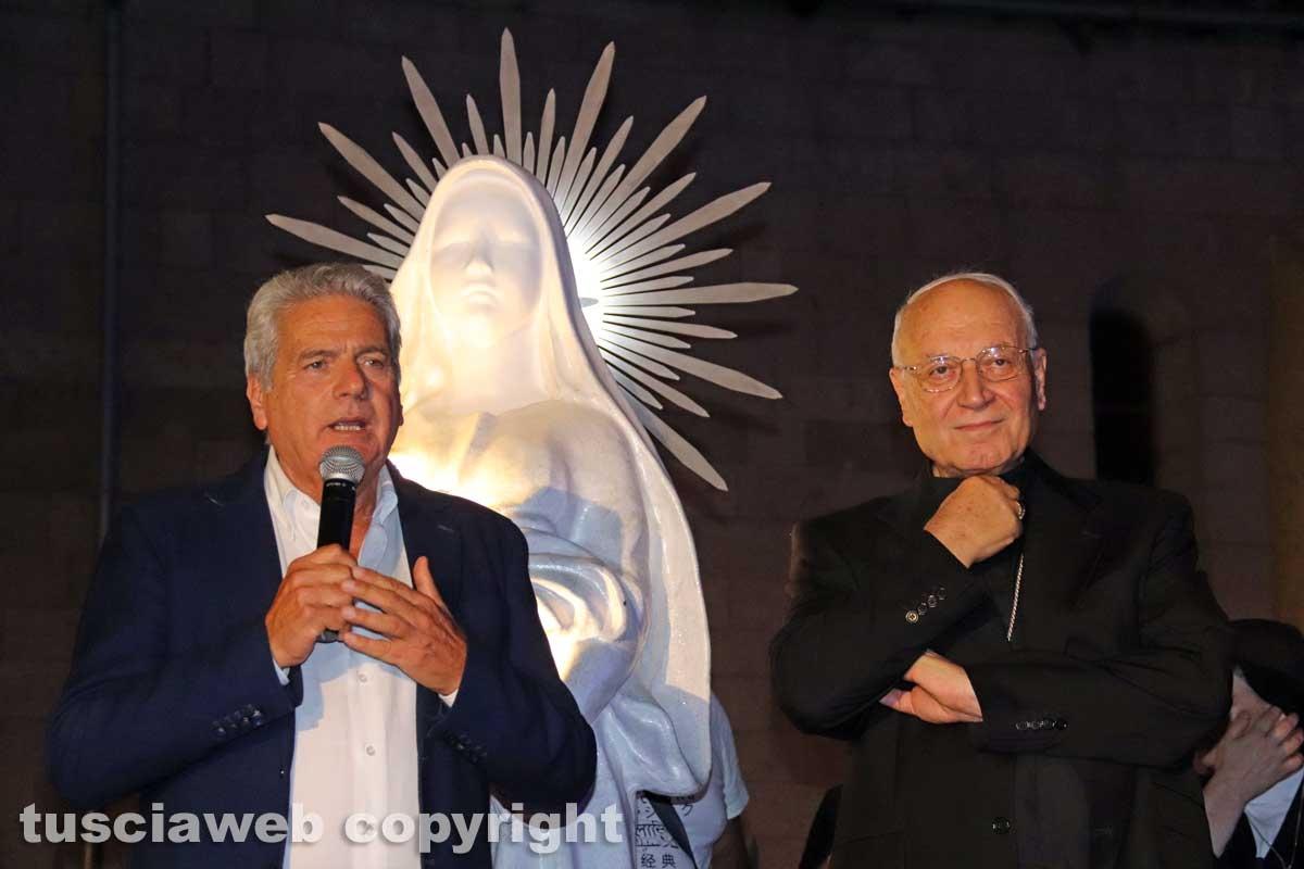 Giovanni Arena e Lino Fumagalli con la statua di santa Rosa