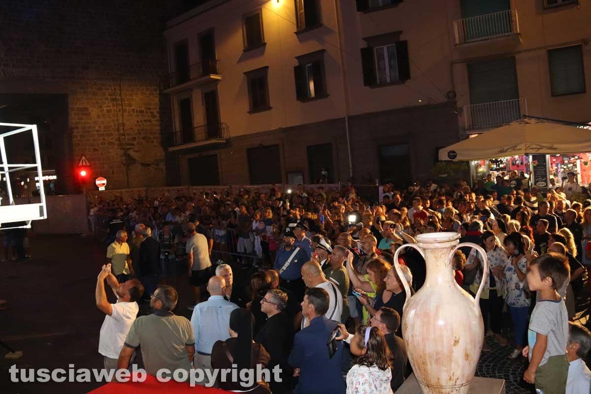 Viterbo - La folla a San Sisto per la benedizione della statua di santa Rosa