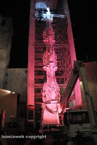 Gloria con la statua di santa Rosa