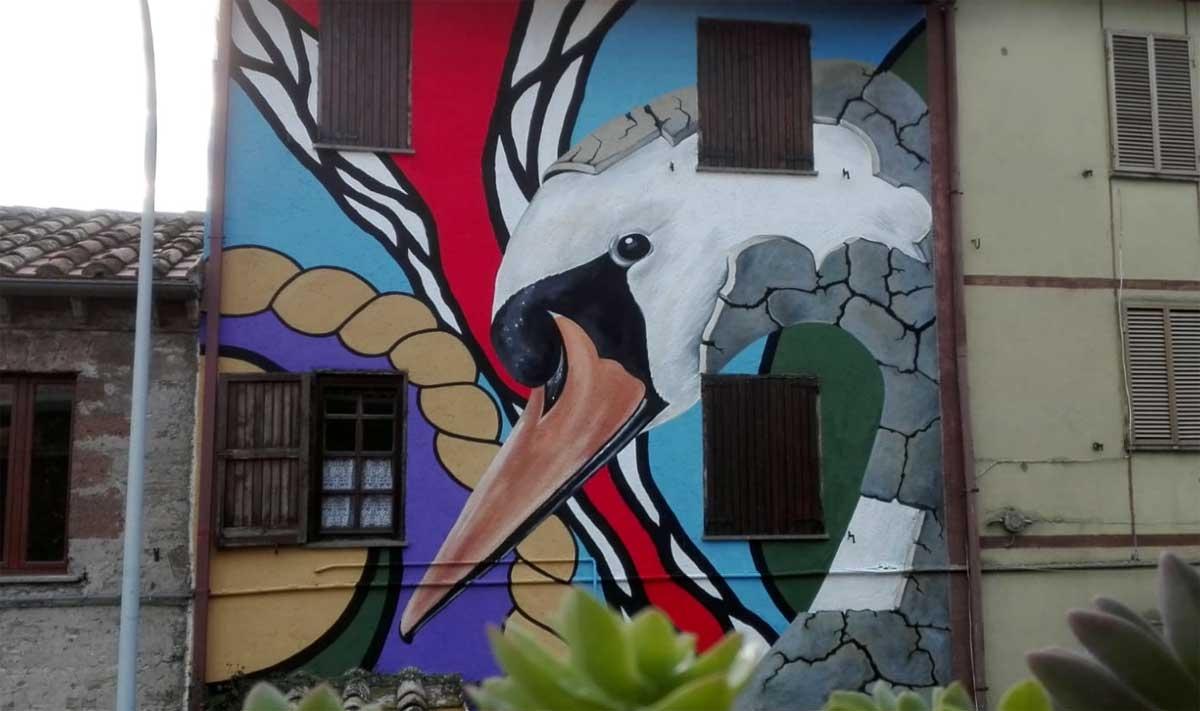 Sant'Angelo di Roccalvecce - Il murales con il cigno