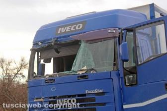 Viterbo - Schianto camper-camion, morto bimbo