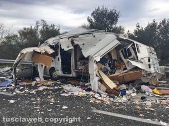 Scontro camper-camion