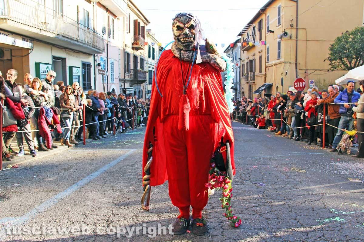 Sfila il carnevale per le strade