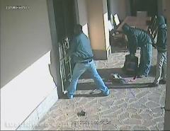 Tentato furto in villa - Le immagini degli scassinatori in azione