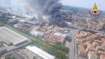 Bologna - Tir esplode sul raccordo