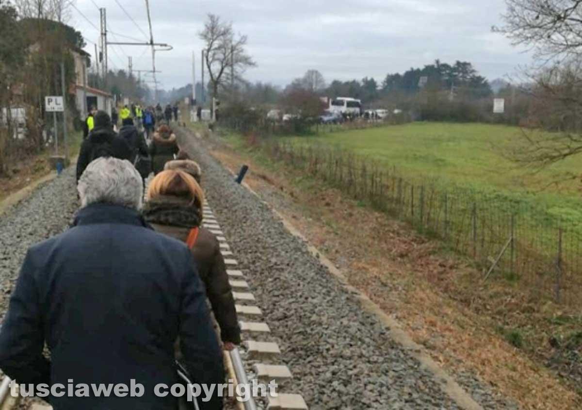 Ragazzo travolto e ucciso dal treno - Disagi per i pendolari