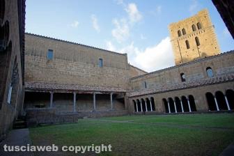 Tuscania - Il chiostro dell'abbazia di San Giusto