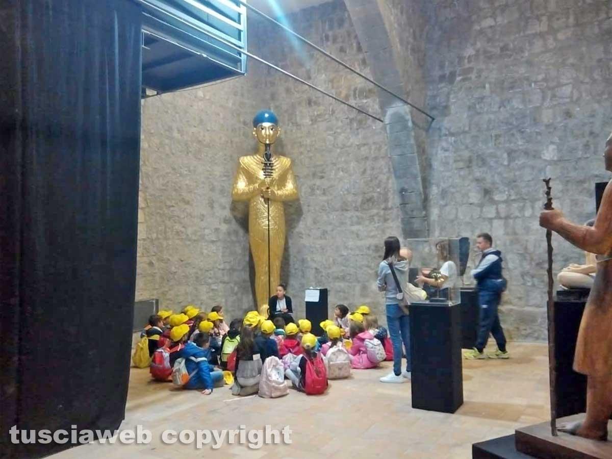 Viterbo - I bambini delle scuole alla mostra su Tutankhamon