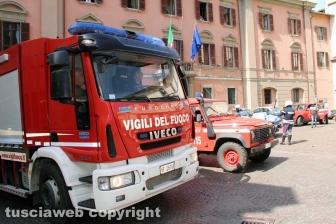 Viterbo - I Vigili del fuoco a sirene spiegate verso la nuova caserma