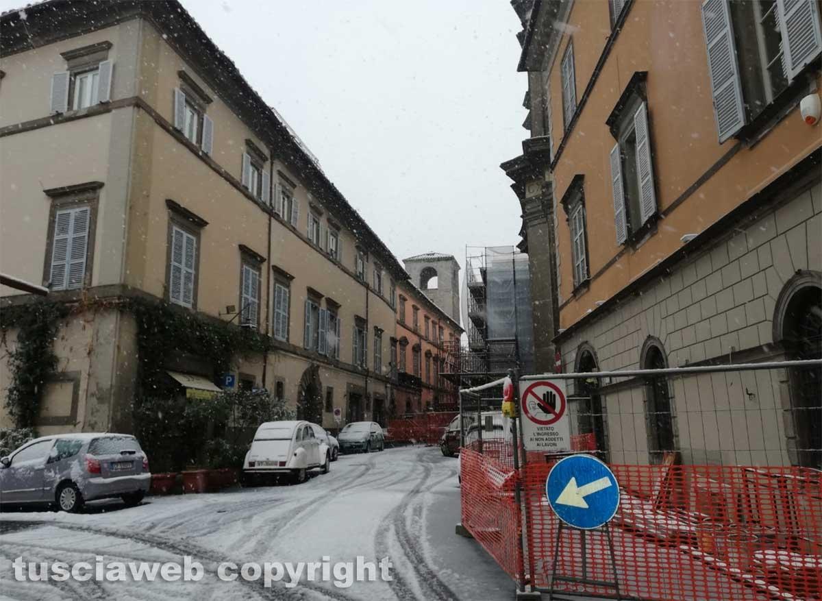 Maltempo - La neve a Viterbo - Via Cardinal La Fontaine