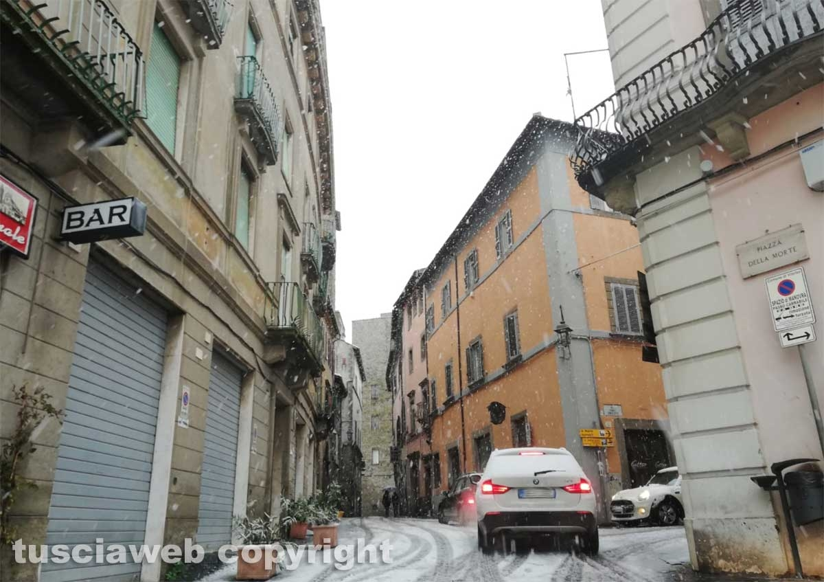 Maltempo - La neve a Viterbo - Via Garibaldi