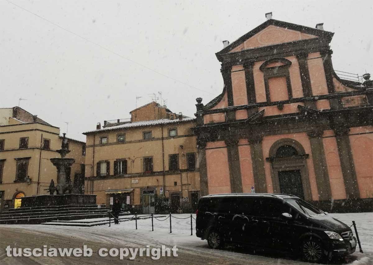 Maltempo - La neve a Viterbo - Piazza Fontana Grande