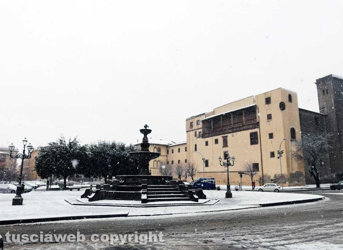 Maltempo - La neve a Viterbo - Piazza della Rocca