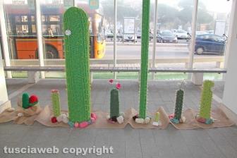 Viterbo - La mostra di Yarn bombing