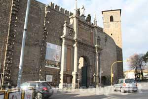 Ignobile la pubblicit sulle mura - Pub porta romana ...
