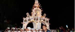 Il trasporto della minimacchina del centro storico