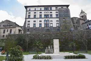 Gradoli---Palazzo-farnese-(2)