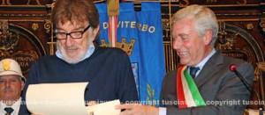 Gigi Proietti e il sindaco Leonardo Michelini