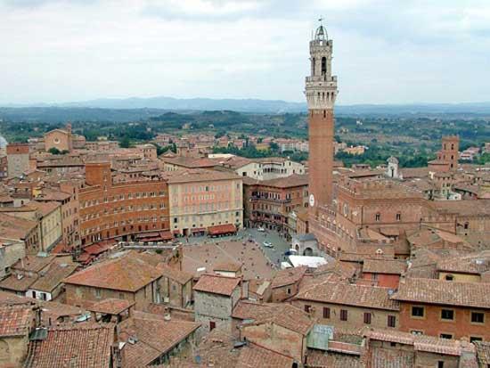 Casa all'asta, donna si taglia le vene in tribunale a Siena