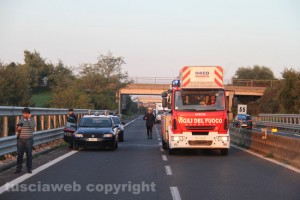 Vigili del fuoco e carabinieri in azione
