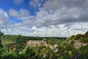 Il borgo di Calcata nel parco del Treja