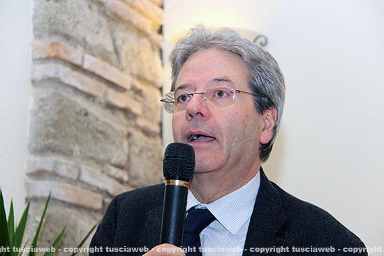 Pd, Gentiloni: non tradirò mai Renzi, non candiderò mai contro