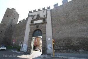 Viterbo - La porta della Verità