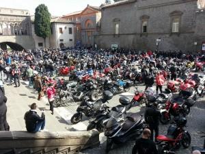 Il raduno dei moticiclisti a Piazza San Lorenzo