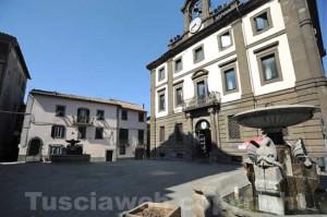 Piazza del comune a Vetralla