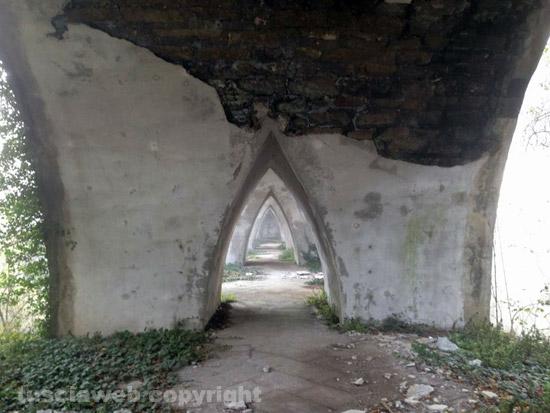 La natura della tuscia ha sempre ispirato pasolini for Ponte sul davanti della casa