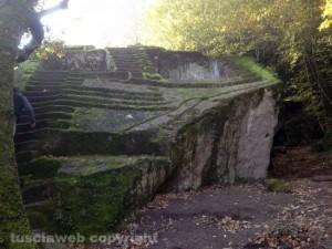 """Bomarzo - La """"piramide etrusca"""""""