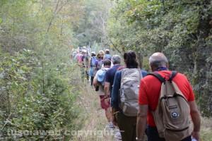 In cammino sulle vie dell'esilio di santa Rosa - In fila indiana