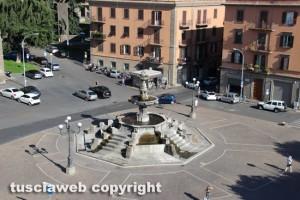 Viterbo vista dalla rocca degli Albornoz - Piazza della Rocca